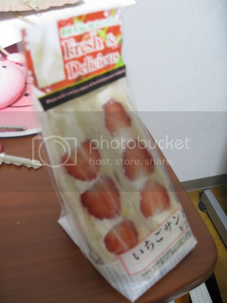 dont act like u never seen a strawberry samich!! photo JAPAN_February2009452.jpg